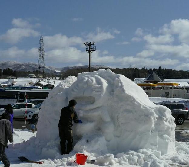 ドラえもんの雪像 制作中