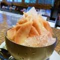 写真: 桃いっぱい きんきんに冷えてます