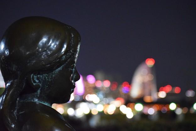 写真: 街の光に希望を感じる