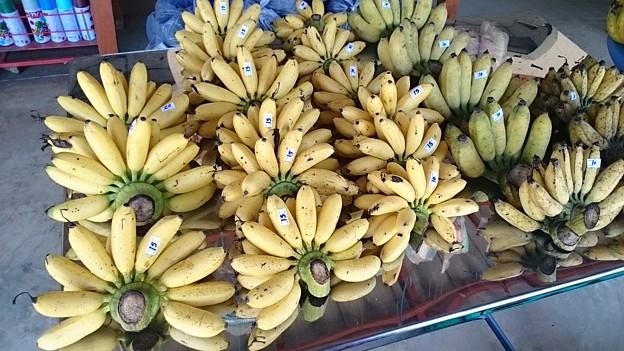 小バナナです 甘くてウマイ、15Bは50円くらい