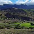 Photos: 山並みを横に見て