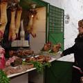Photos: 肉屋の店頭
