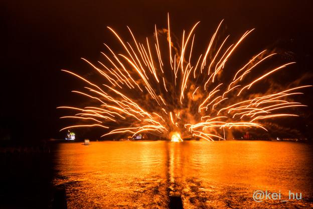 写真: 大爆発