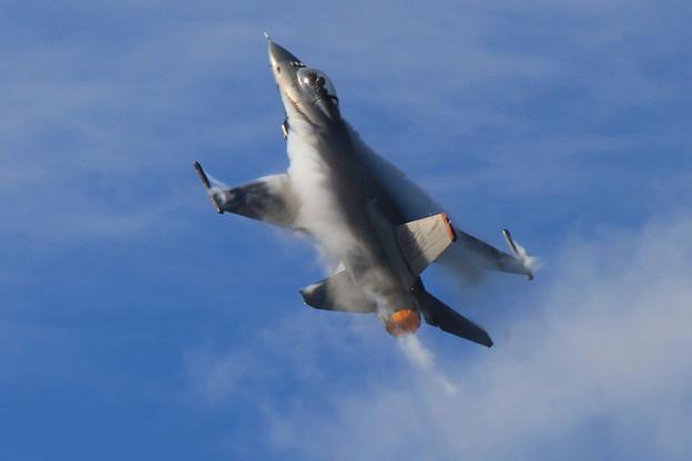 F-16戦闘機