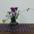 写真: 小菊を飾る