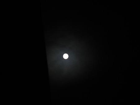 ベランダからみた月