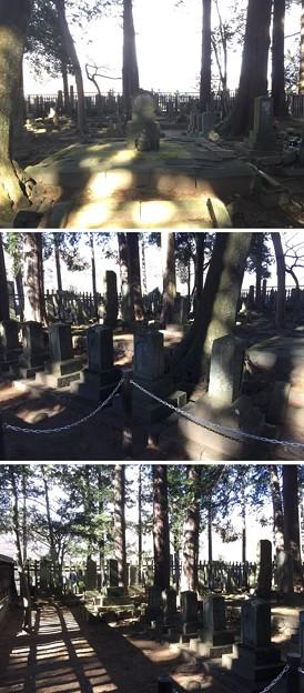 恵林寺(甲州市小屋敷)家臣団墓所(武田家家臣約70基)