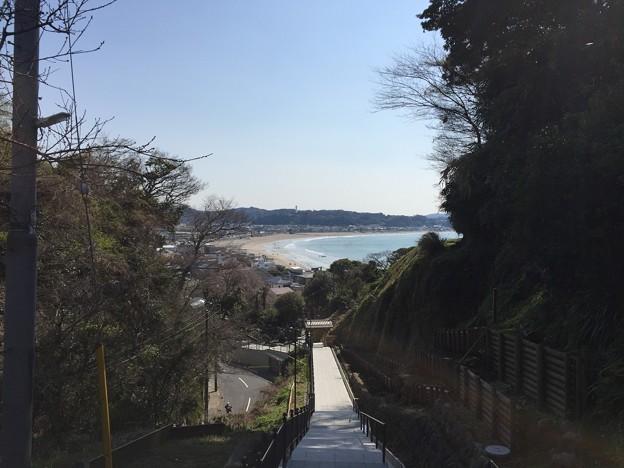 極楽寺坂切通(鎌倉市)成就院より由比ガ浜