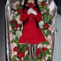 棺桶に入ったバスガイド衣装姿のREINA