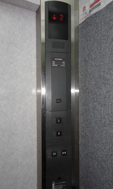 築地本願寺本堂のエレベーター操作盤(三菱電機製)