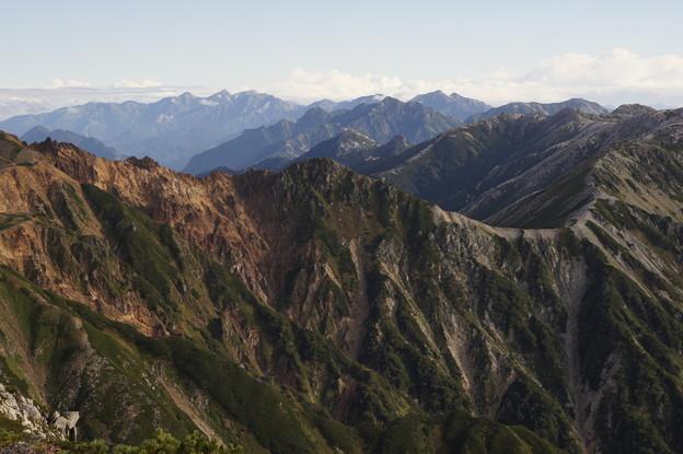 裏銀座の稜線と遠くに後立山