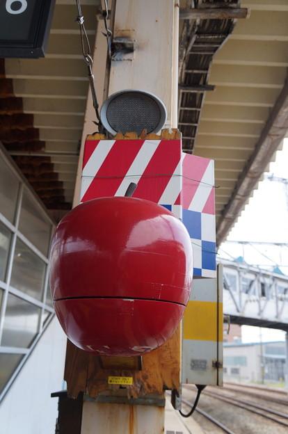 青森駅 りんごの形をした発車ベル発見(`・ω・?)ゝ