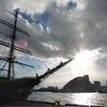 帆船のそばで