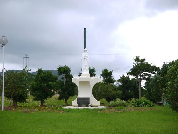 貝津教会手前のマリア像(1)