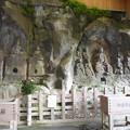 写真: 臼杵石仏 ホキ石仏第一群(7)第三龕、第四龕