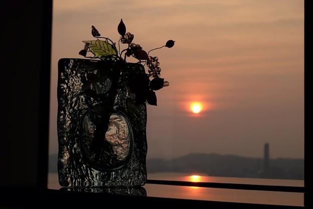 夕陽の美しい海峡アート