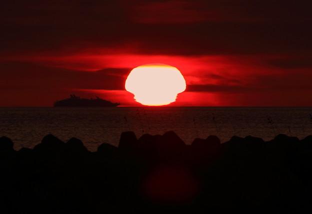 能登の海に沈む きのこ夕陽