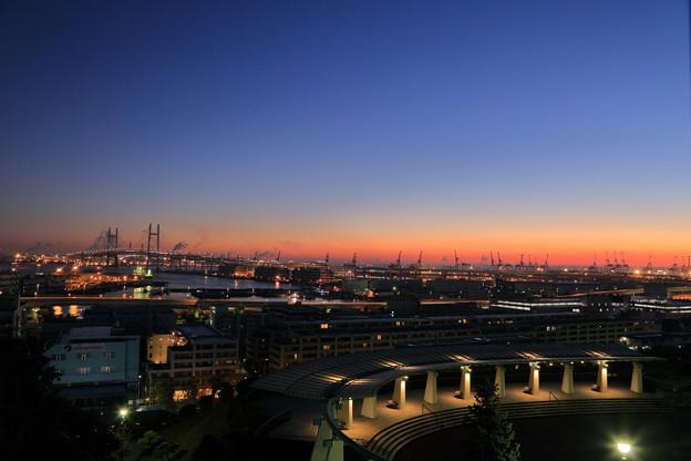 Photos: ベイブリッジと港のキリン