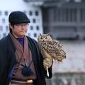 写真: 鷹匠とミミズク(2)