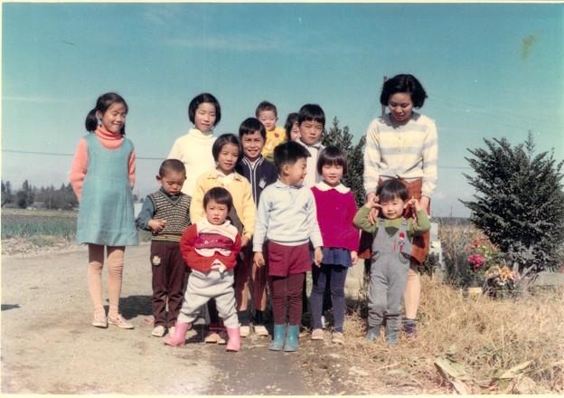 母と息子と親戚たち子どもたちと弟と