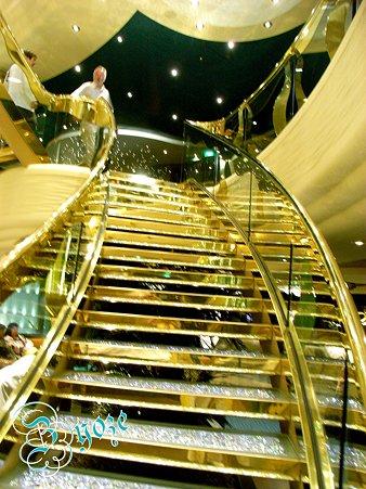 宝石で眩い階段です~♪
