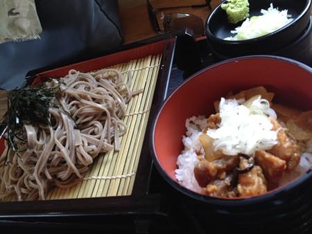 鹿肉丼と蕎麦