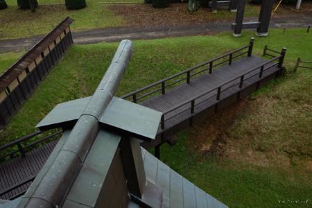 逆井城_11二階櫓- 回廊から橋を見る-2195