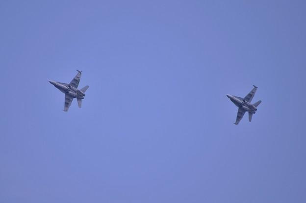 Photos: 岩国基地別な部隊 F/A-18Cレガシーホーネット オーバーヘッドピッチへ・・20140504