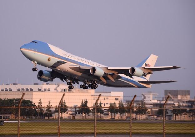 撮って出し。。横田基地飛来したオバマ大統領を乗せベトナムへテイクオフ。。5月22日