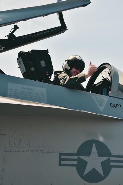 superホーネットのパイロット。。GOODサイン。。
