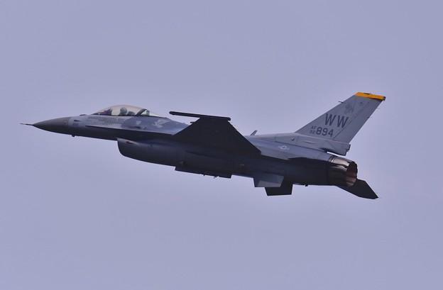 三沢のデモストレーションチーム F-16の性能引き出す。。5月5日