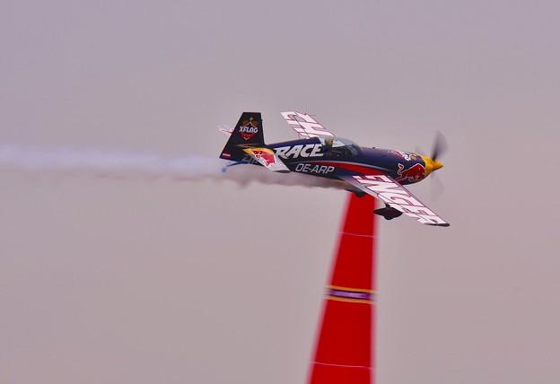 スモーク出してかっ飛ぶ。。レッドブルエアレースチャレンジクラス。。20160605
