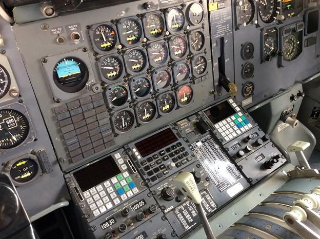 ボーイングB747-200のさまざまな計器類。。セクション41。。20160626