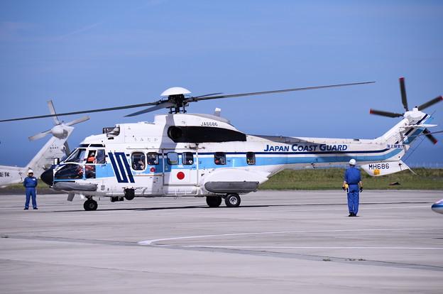 海上保安庁のヘリコプター。。エアロスパルシア着陸