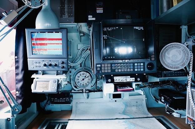 多用途支援艦えんしゅうの艦橋。。ソナー探知器類。。