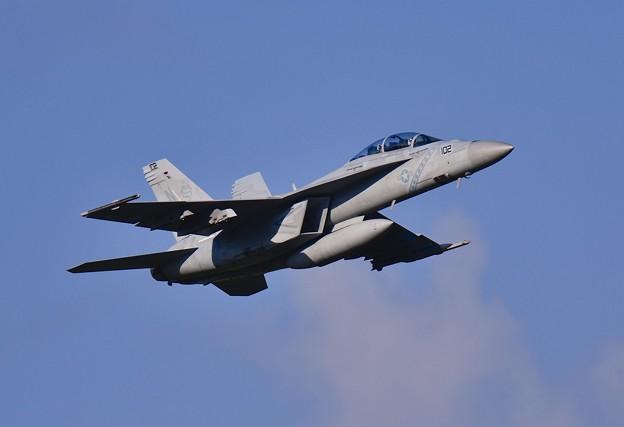 撮って出し。。特別塗装機の面影はなく普通に。。NF-102。。空母へフライイン 9月4日