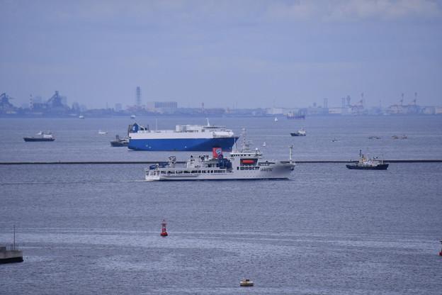 横須賀港から出航。。JAMSTEC海底広域研究船かいめい 20160821
