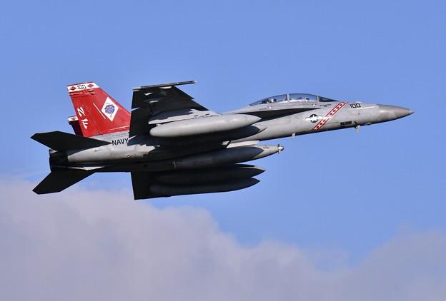 まだ色付きだった空母へ向けうバックス隊長機NF100。。20160904