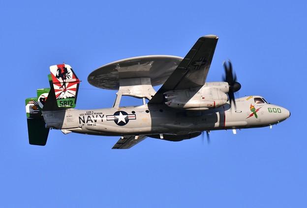 青い空の厚木基地 リバティー隊長機NF600 E-2C 20160904