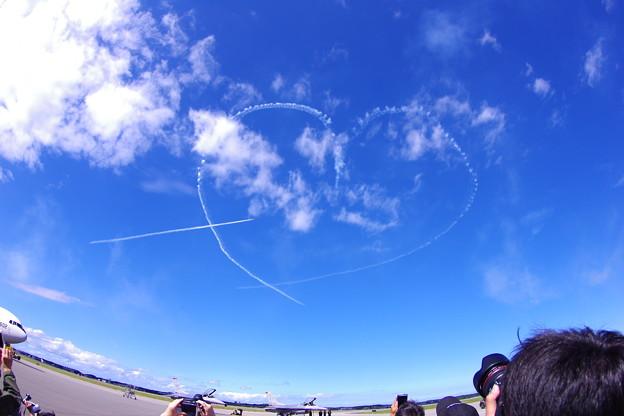 魚眼で見るブルーインパルス。。キューピット 三沢基地航空祭