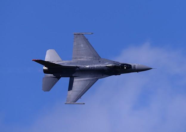 最後は三沢の大空でナイフエッジ。。F-16