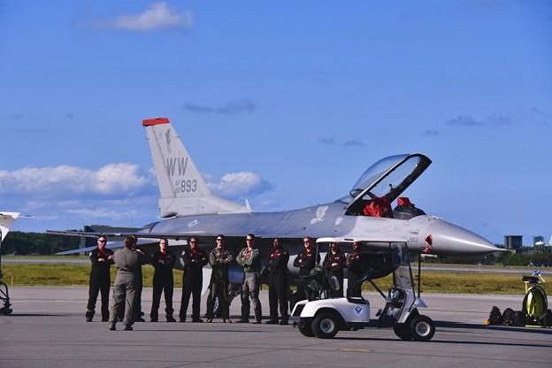 三沢基地航空祭 F-16デモストレーションチーム記念撮影。。