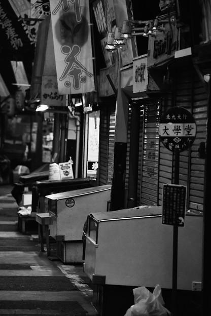 Photos: モノクロの風景 北九州小倉 旦過市場 昭和時代が残る 20161007