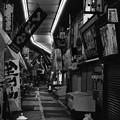 モノクロの風景 旦過市場 夜の通り。。20161007