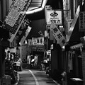 Photos: iモノクロの風景。。北九州小倉 旦過市場通り 20161007