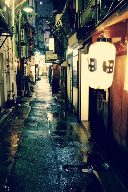 雨降りの福岡県中洲 人形小路の路地裏 20161008