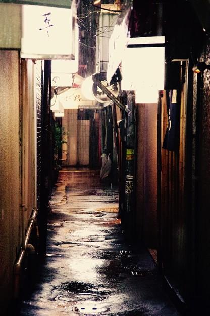 雨の音だけが。。路地裏に。。福岡県中洲 人形小路 20161008