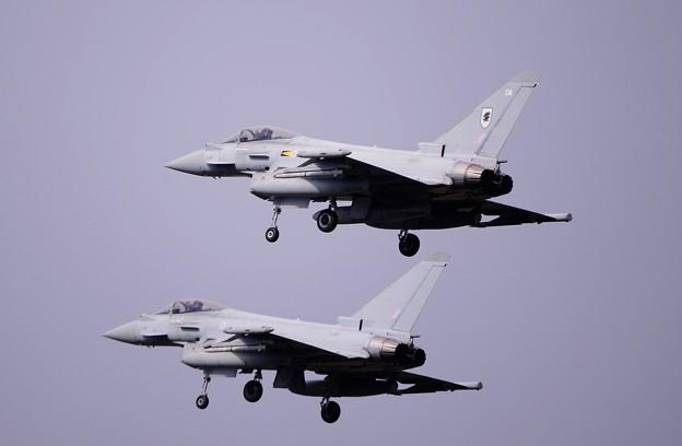 Photos: 三沢基地へフォーメーションアプローチ。。イギリス空軍タイフーン 20161024