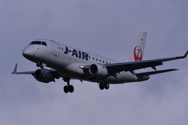 三沢空港へ。。J-AIR エンブラエル170 アプローチ 20161024