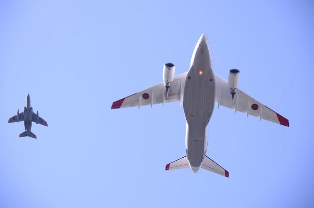 岐阜基地航空祭。。頭上飛ぶ飛行開発実験団T-4とXC-2